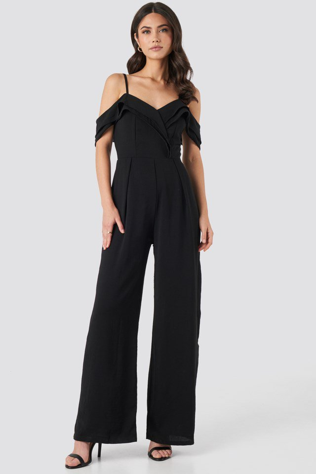Thin Strap Flywheel Detailed Jumpsuit Black Outfit