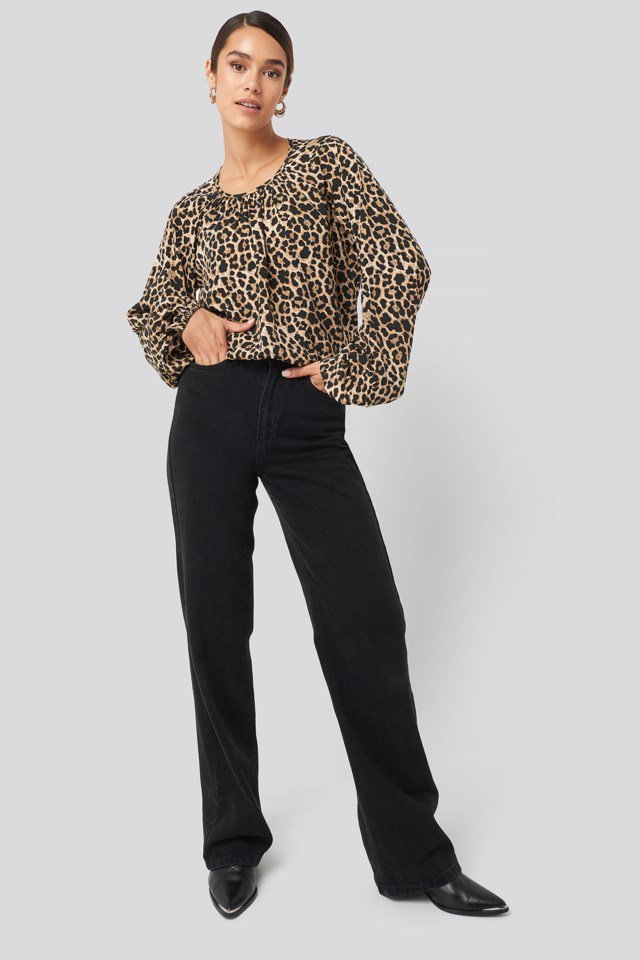 Balloon Sleeve Leo Blouse Look