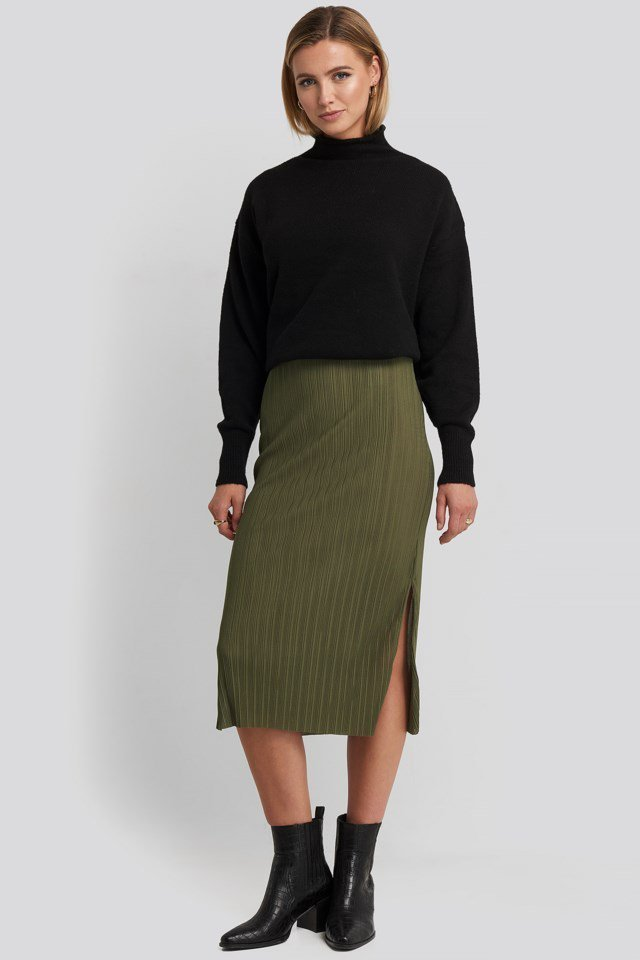 Pilise Midi Skirt Green Outfit.