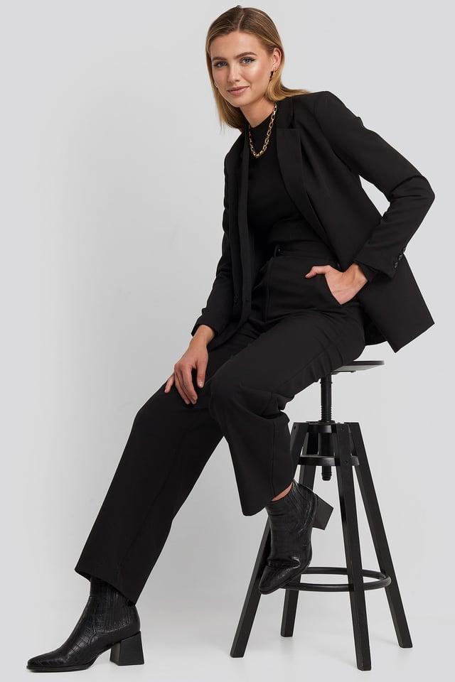 Lili Blazer Black Outfit.