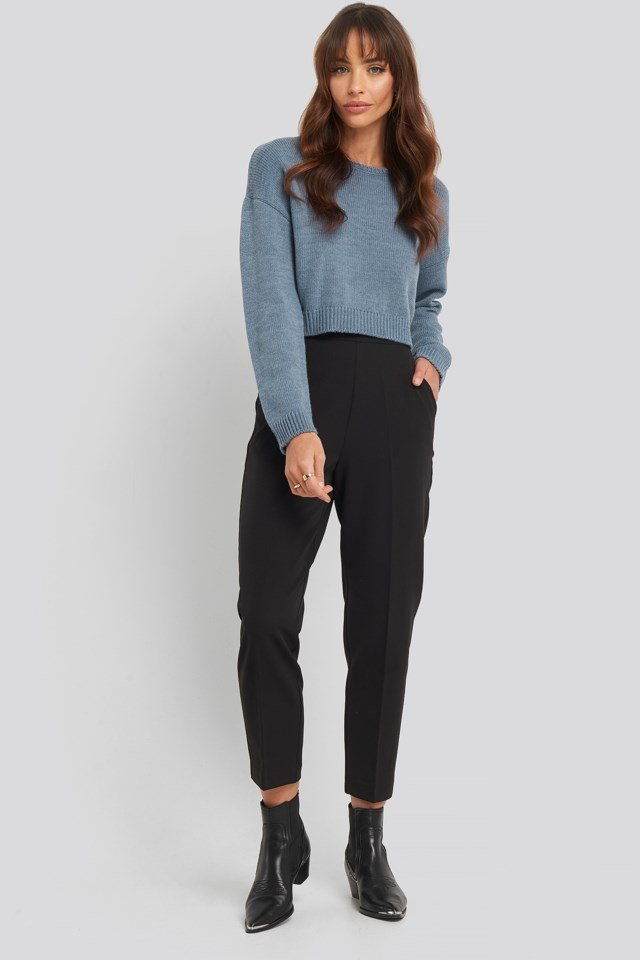 Cropped Round Neck Knitted Sweater Outfit