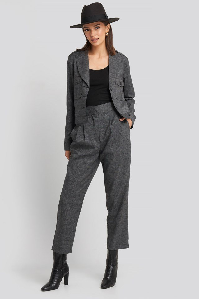 Loose Fit Plaid Cropped Pants Outfit