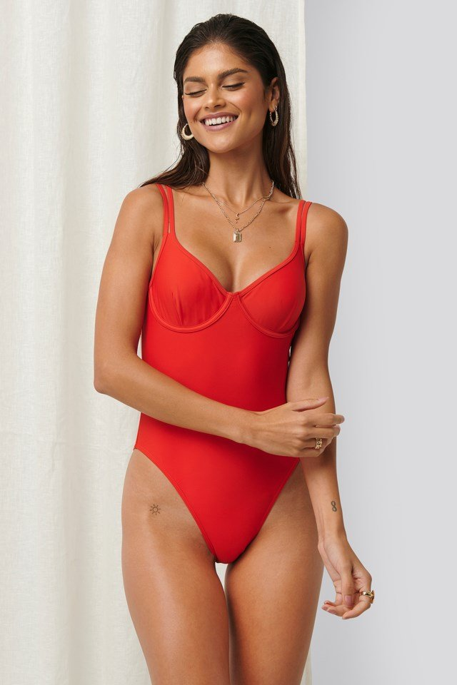 Cup Detail Swimsuit Outfit