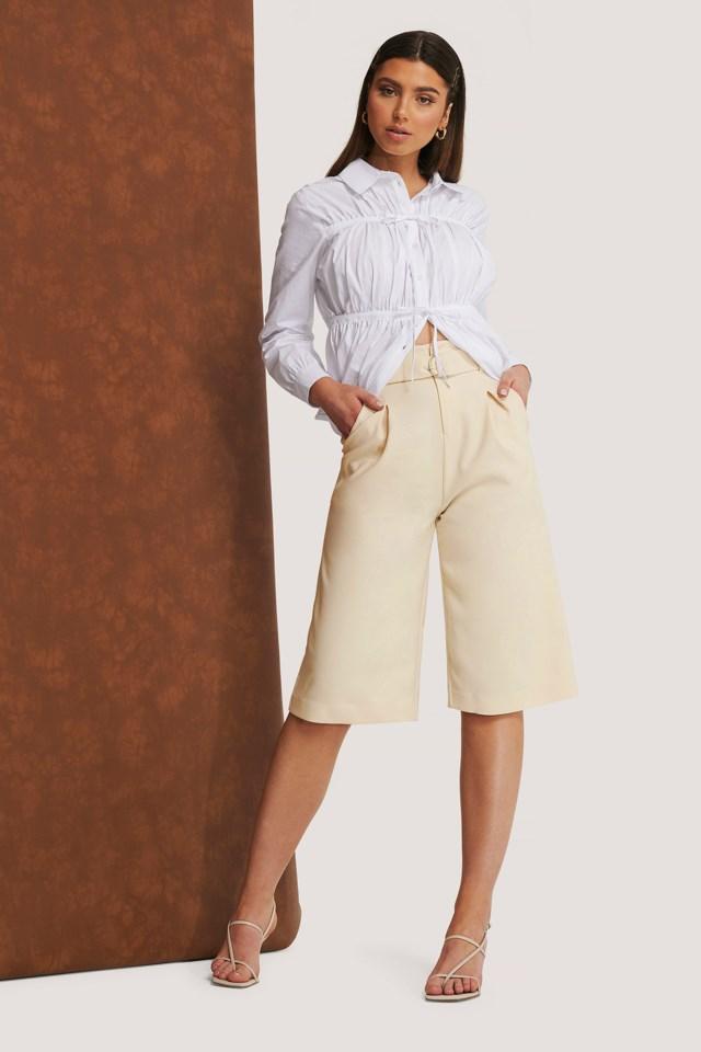 Light Beige Lange Shorts