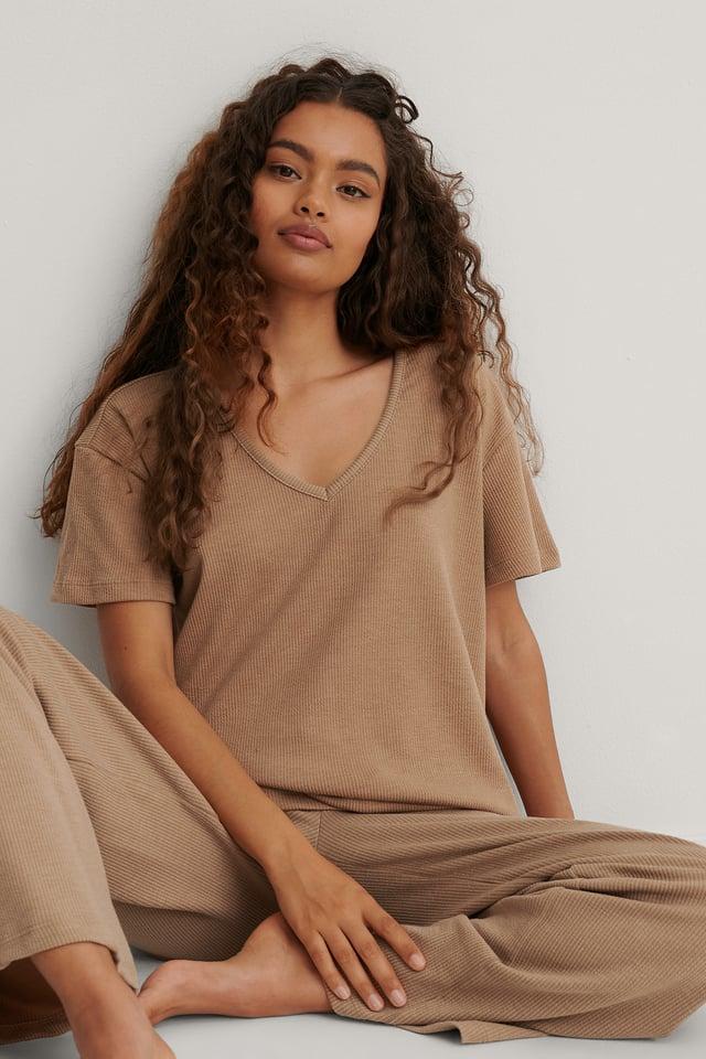 Väljästi Istuva Pyjamasetti Beige